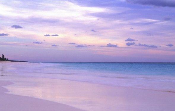 Пляж с розовым песком (Pink